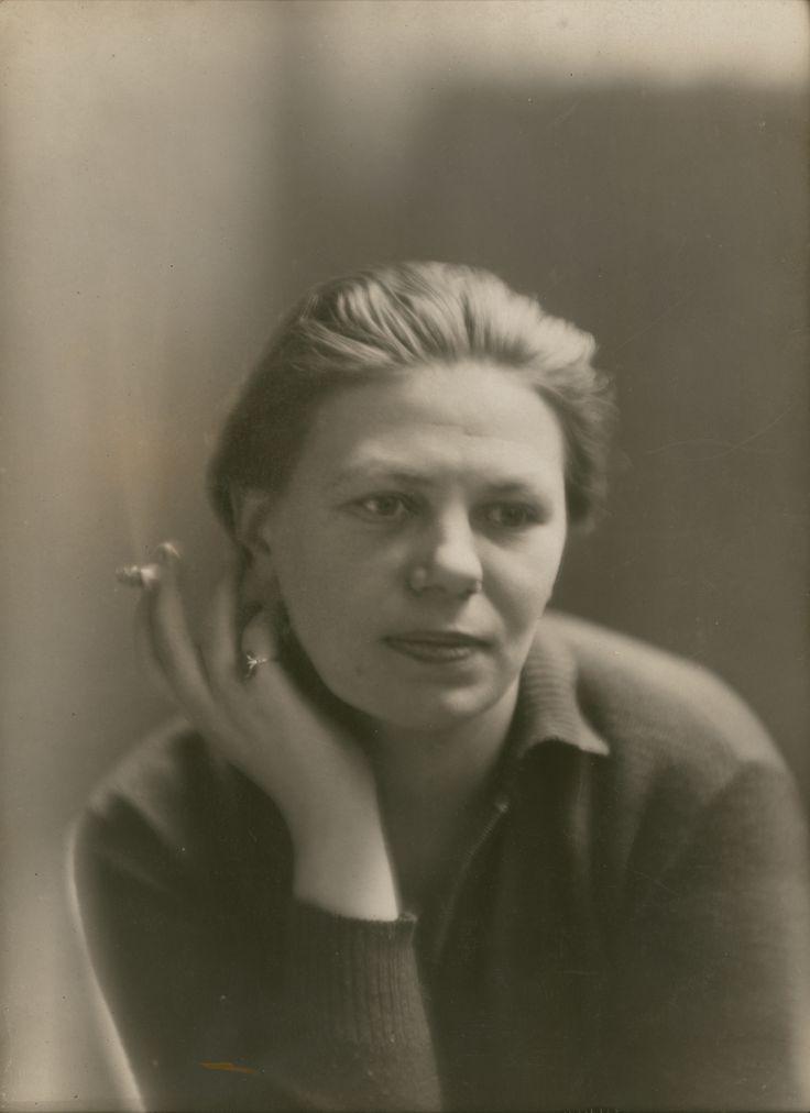 Germaine Krull - Self-portrait, Paris 1927. Via Jeu de Paume © Estate Germaine Krull, Museum Folkwang, Essen