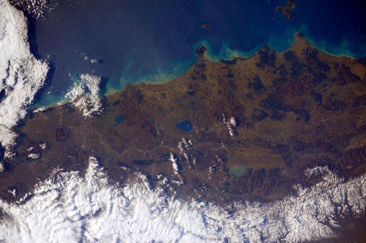 Un saluto dallo spazio a Toscana, Umbria e Lazio!  (@AstroSamantha)