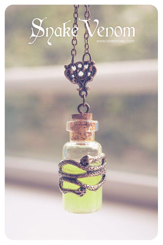 Botella de veneno Necklace.glow en el oscuro collar por 13thPsyche