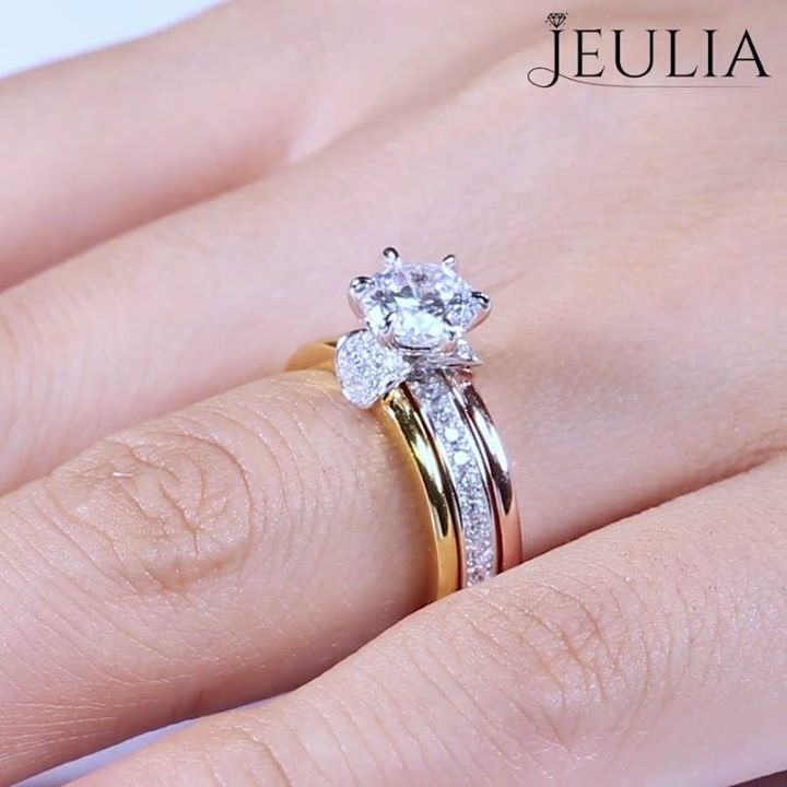 """""""What the world needs now is love, sweet love. It's the only thing that there's just too little of."""" - Jackie DeShannon Find this ring here: http://jeulia.io/2tKls3a #Club_Glamour #Fashion #Trends #Jewelry #Rings #necklaces #pendants  #jewelry #handmadejewelry #instajewelry #jewelrygram #fashionjewelry #jewelrydesign #jewelrydesigner #FineJewelry #jewelryaddict #bohojewelry #etsyjewelry #vintagejewelry #customjewelry #statementjewelry #jewelrylover #silverjewelry #crystaljewelry…"""