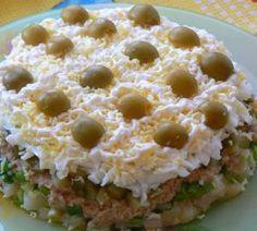 Слоеный салат из печени трески - рецепты с фото