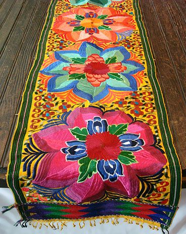 This table runner… would be so pretty for a picnic table!