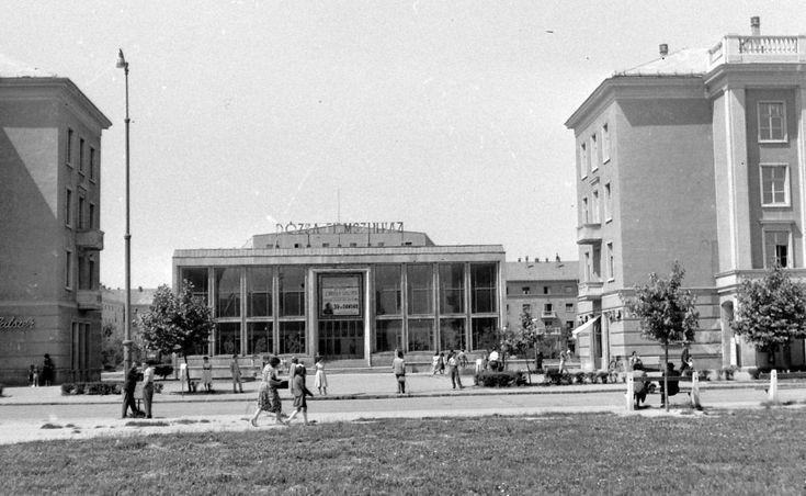 (Sztálinváros), Dózsa mozi.