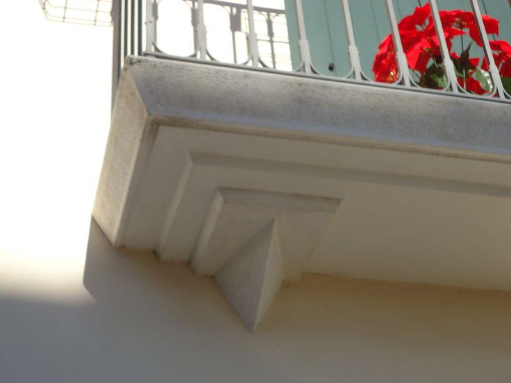 balcone sagomato bianco