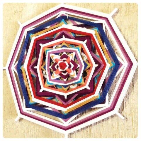 Mandala/ Ojo de dios ya terminado. Creado por Macarena Atavikal Originalis.