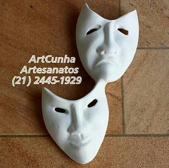 Máscaras teatrais (22 cm).   #máscara #mascara #máscaras #mascaras #teatro #tragédia #comédia #tragedia #comedia #teatros #teatrogreco #teatral #espetáculo #peçateatral #artesanato #gesso #dramaturgia #show #cultura #símbolo #emoção #emoções #cenografia #adereço #rioguiaoficial #jornaloglobo #jornalodia #jacarepagua #barradatijuca #boanoite