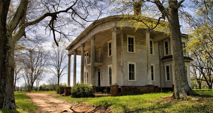 The 11 Strangest Abandoned Places in Georgia Abandoned hospitals, churches, and even a bridge to nowhere await in Georgia's countryside...