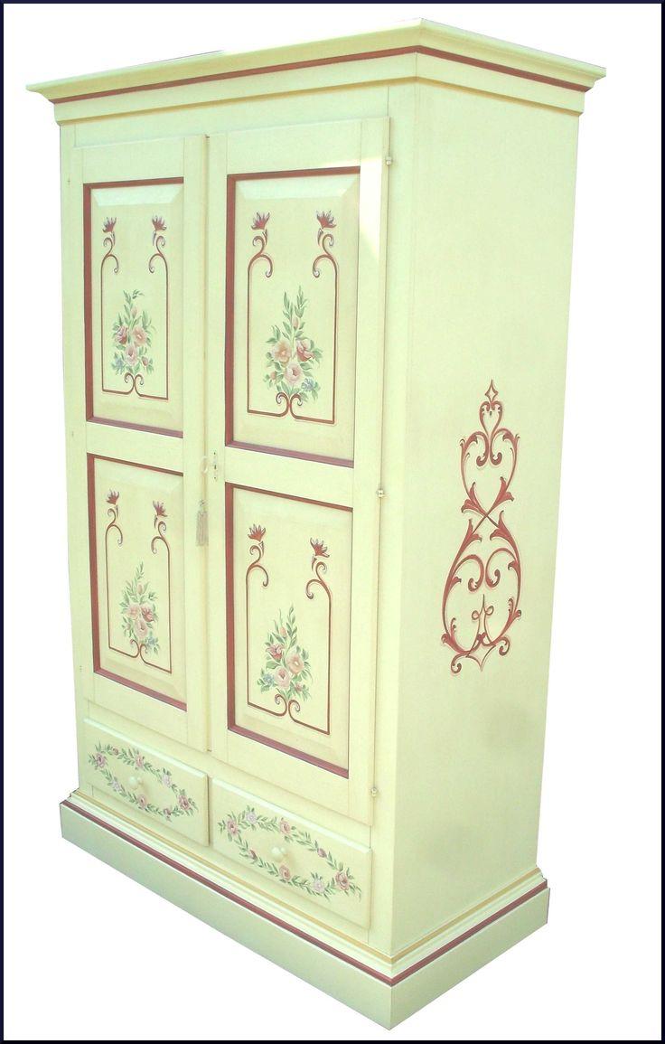 Armadio in legno massello dipinto e decorato a a mano