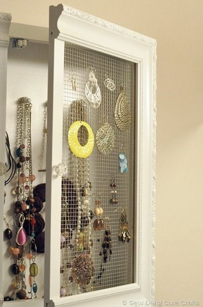 This may be my favorite jewelry storage idea.Jewelry Cabinets, Ideas, The Doors, Jewelry Storage, Chicken Wire, Diy Jewelry, Jewelry Organic, Medicine Cabinets, A Frames