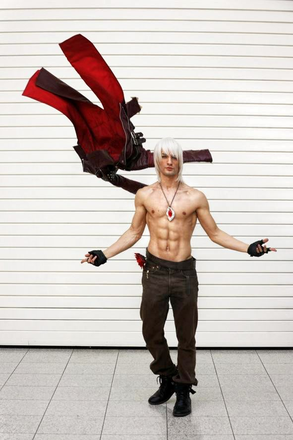 Dante Cosplay | MCM London Comic Con 2013 -  by LeonChiroCosplayArt on deviantART