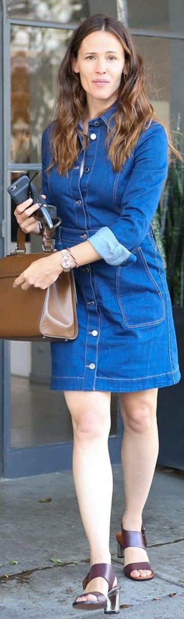 Who made  Jennifer Garner's denim sleeve dress?