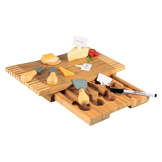 The Concavo cutting board and cheese tools set