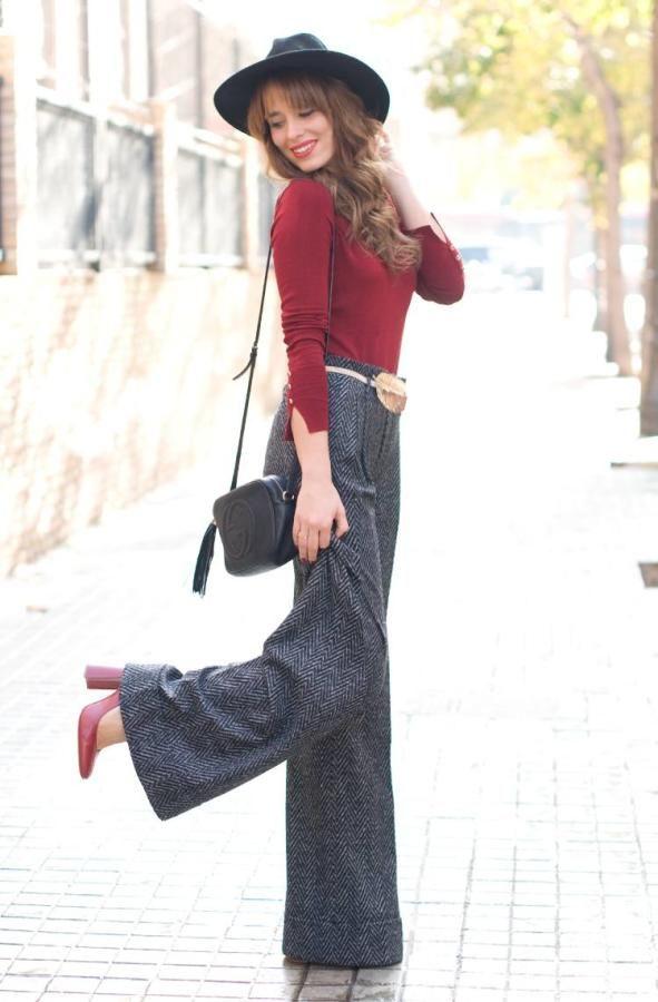Look de Macarena Gea con pantalón de espiga