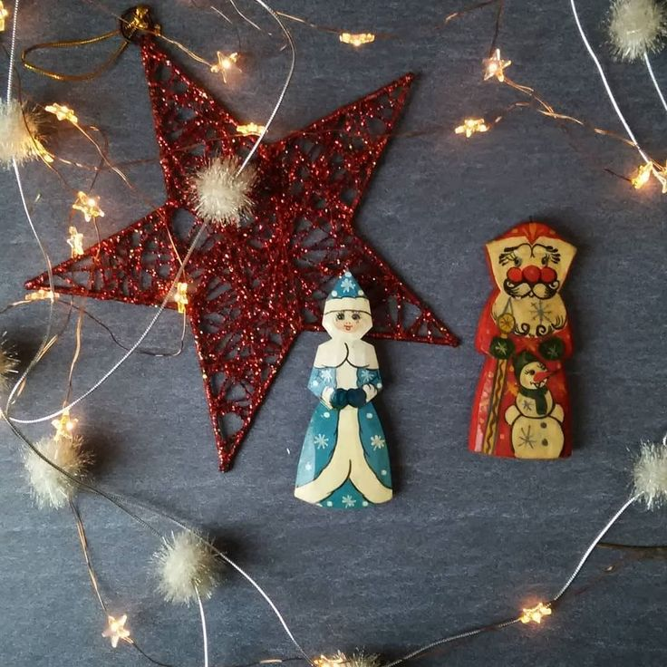 I'm adding one or two (umbreakable) ornaments to my small collection each year. But only if there is something special about them. #sparkjoy  These 2 #christmasornaments are my latest #thriftfinds. A #winterqueen and a #fatherchristmas . Maybe Polish or Russian??? Anyway: I love them  . . . . #makelightfestive #daysofsmallthings #festiveflatlay #makeyousmilestyle #truevintage #asimplechristmas