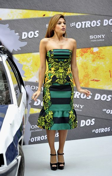 "Actress Eva Mendes attends ""The Other Guy"" (Los Otros Dos) photocall at the Santo Mauro Hotel on November 11, 2010 in Madrid, Spain."