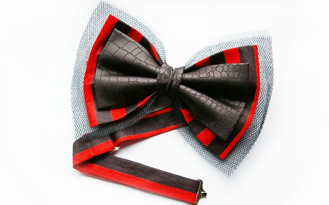 Кожаная бабочка в сочетании с материалом для жениха и друзей жениха на свадьбу