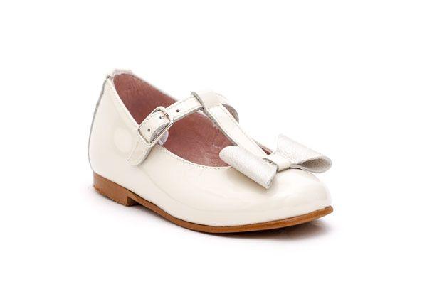Mercedita niña con lazo. Marca Dar2. Zapatos de charol. Color Beige. Materiales, piel y charol. Fabricado en España. Alta Calidad.