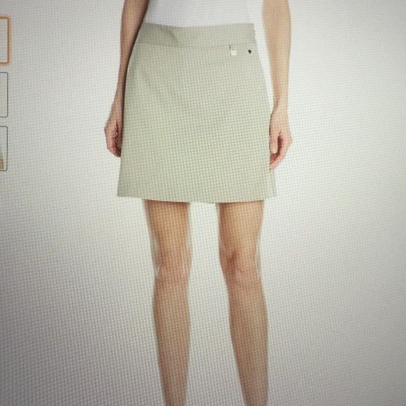 CUTTER&BUCK CB DryTecNWOT A tan GOLF skort  with side pockets and half zipper that moves with you with ease while you swing your hole-in-one shot! Shorts