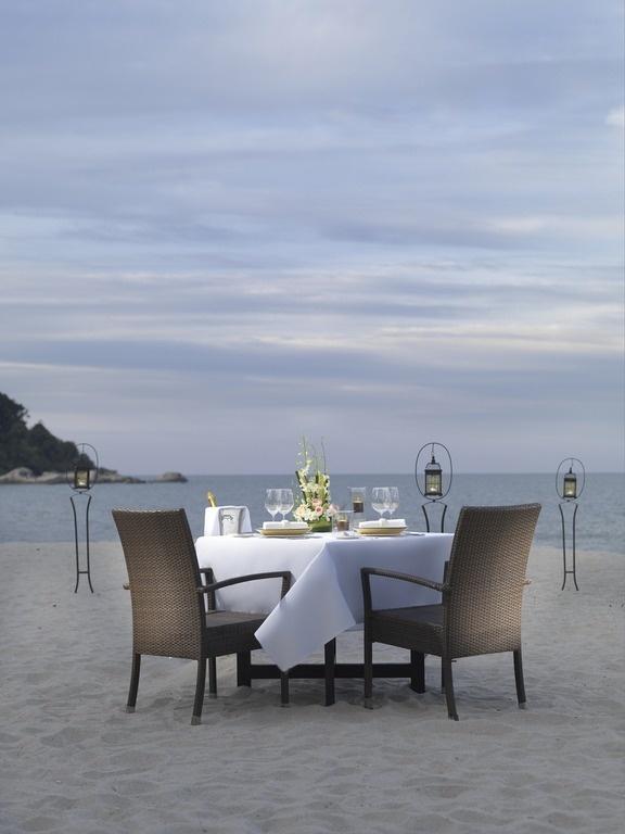 Dine privately at restaurant Coals on the Beach at Hyatt Regency Kuantan Resort.