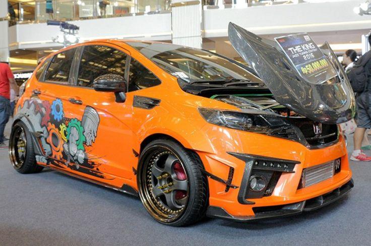Demi Mendapatkan Gelar Raja Modifikasi Honda Jazz Ini Telan Dana Rp 500 Juta - solusiobi.com