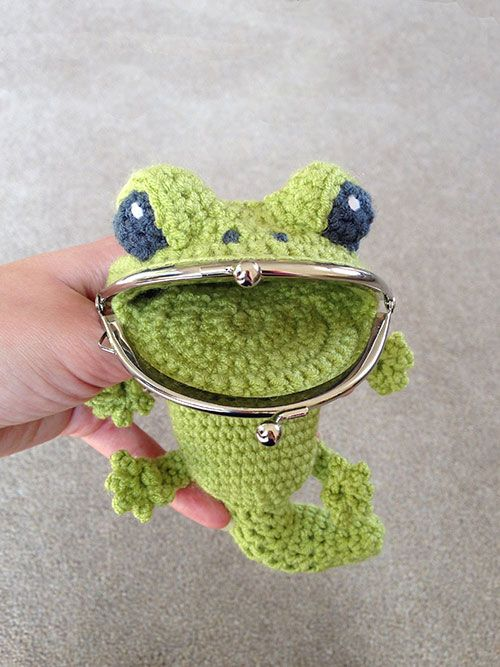 Gecko coin purse by Laura Loves Crochet