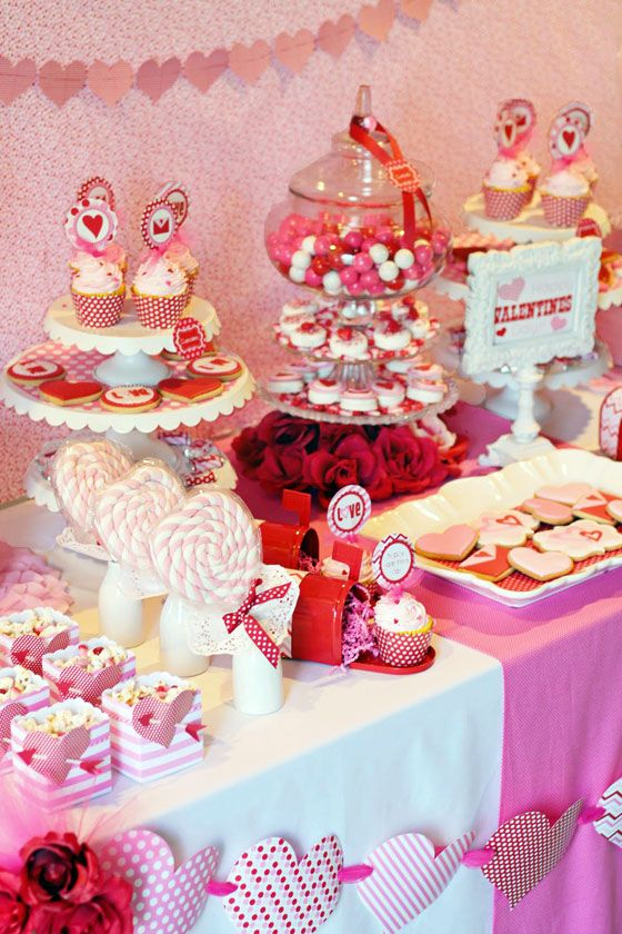 Fiesta de San Valentín mesa de postres