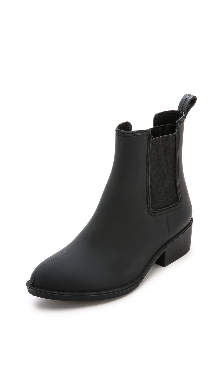 These highest-rated rainboots are...affordable? AND chic?