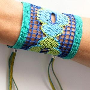 so boho chic! hand woven beaded bracelets | Julie Rofman