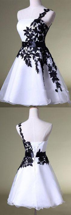 White & Black One-Shoulder-Kleid Heimkehrkleid Spitze Kurzes Abschlussballkleid Puffy