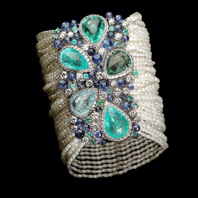 Armlet by Scavia. Paraiba blue and green tourmalines, sapphires and diamonds set on a cuff made of dozens of rice pearl syrands.