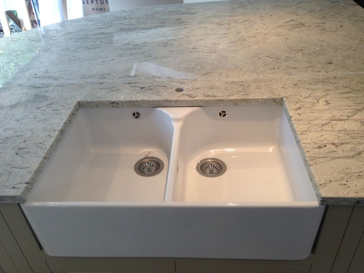 This gorgeous River Valley white granite solid kitchen worktop is hugely popular. With white a key trend in kitchen design, we love the clean, crisp look it gives to a kitchen!