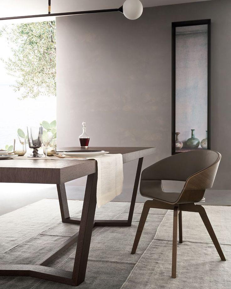 #Cartesio 2.0 è un #tavolo con struttura in #legno, rettangolare e allungabile. Si distingue per il piano e le allunghe di forte spessore e per la caratteristica conformazione del basamento, in cui le gambe inclinate si collegano tra loro nella parte inferiore creando una struttura chiusa. Ideale per la vostra sala pranzo. #AlfDaFrè: #MyHabitat •••• #design #furniture