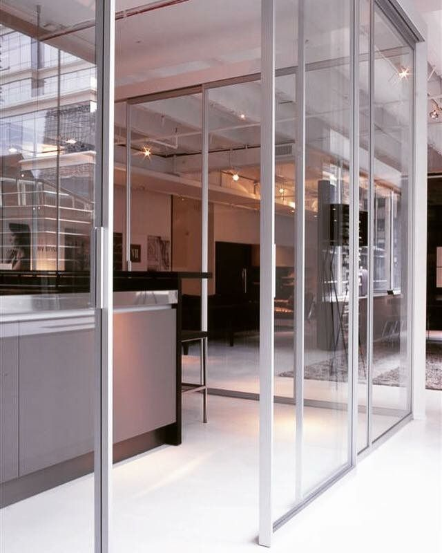 Tre-P&Tre-Più  Design and organize bright spaces _ Pavilion sliding system by Antonio Citterio #treptrepiù #antoniocitterio #pavilion #italiandesign #system #madeinitaly #designdoors #sliding #door #glass #glassdoor #design #inspiration #interiordesign #luxury #style #architecture