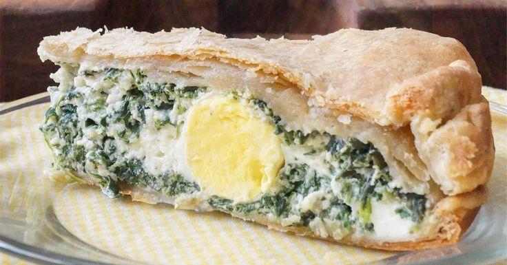 La torta pasqualinaè una torta salata tipica della Liguria che viene anche preparata in altre località d'Italia con caratteristiche differenti. Viene cotta al forno e come dice lo stesso nome è tipica del periodo pasquale.