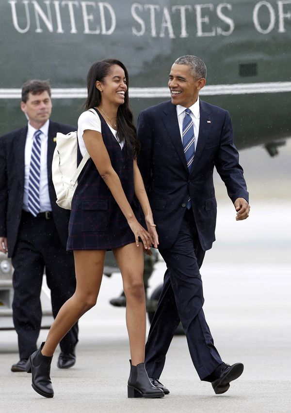 President Barack Obama and his daughter Malia arrive on Air Force One at San Francisco International Airport, 4/8/16.