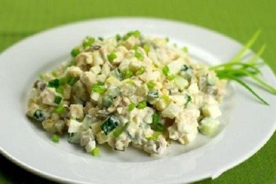 Наткнулась в интернете на вкуснейший и простейший салат!