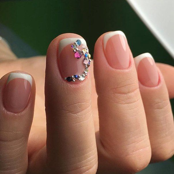 A french manicure always looks compelling and french did not reduce its popularity for the few seasons. Neatly trimmed nails are processed by semi-square,