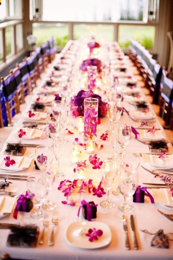 南国らしくプルメリアを散らして上品なテーブルコーディネート♡ビーチでの結婚式おしゃれまとめ♡ウェディング・ブライダルの参考に♪