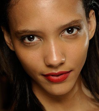 Make Makeup Last Longer With This Secret - Daily Makeover