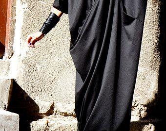 Elegantes schwarzes Maxikleid Einzigartiges anspruchsvolle extravagante Kleid Ideal für Veranstaltungen, Partys, Abendessen... Eine definitive Kopfdrehung!!!  ♥ DAS PERFEKTE GESCHENK IMMER Lösung ♥ Wickelte ich alle Kleidungsstücke in meiner Boutique in eine besondere, EINZIGARTIGE Weise ♥ ♥ Ich liebe dieses wunderschöne Kleidungsstück!  Dies ist einer meiner Favoriten! Immer ein STAR beim tragen :)   ♥ ♥ ♥ So komfortabel, elegant, atemberaubend... Wirst du gehen, um dieses Stück ♥ ♥ ♥ Liebe…