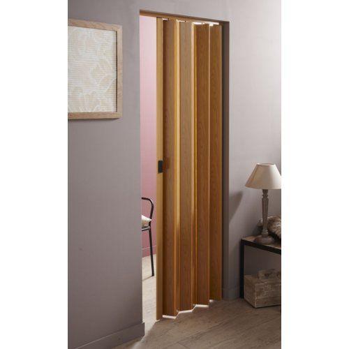 AKI Bricolaje, jardinería y decoración.  Puerta plegable RIO  Puerta plegable de PVC. Montaje sobre guía superior que viene incluida con la puerta. Una vez fijada la guía, se introducen los pivotes de la puerta en el interior de la misma.