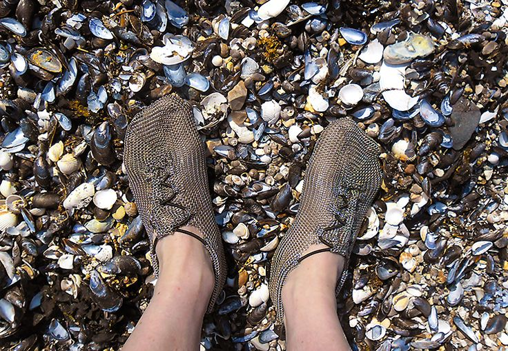 Have you ever tried to go barefoot on mussel beds or reefs? Which shoes cope with such conditions? #paleos #chainmailshoes #barefoot #barefootrunning #naturalrunning #barefootshoe #watershoe #wadingshoe #watersports #rafting #kayaking #whitewater #hiking #running #fishing #flyfishing #wading #minimalistsfootwear #trail #trailrunning #survival #outdoor #outdoorgear #health #lifestyle #awareness #recreation #relaxation #design