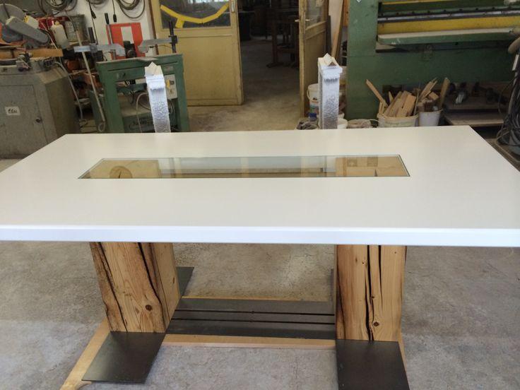 Superb Esstisch aus alten Balken mit einer Steckverbindung die ein einfaches Auf und Abbauen erm glicht