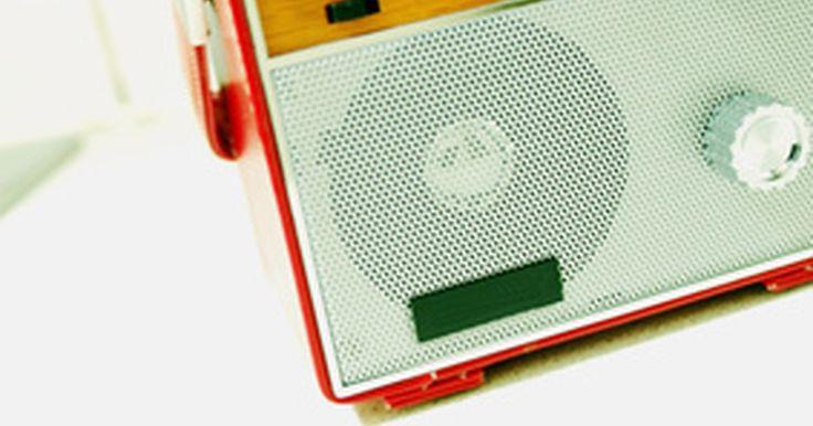 Como vender publicidade para rádio. Aprender a vender publicidade para rádio requer habilidade em relações interpessoais, conhecimento de sua estação de rádio e a arte de fazer amigos. Neste artigo, vamos cuidadosamente definir o passo a passo do processo de ser um executivo de contas bem-sucedido para uma estação de rádio. Vamos considerar as melhores formas de vender espaço para ...