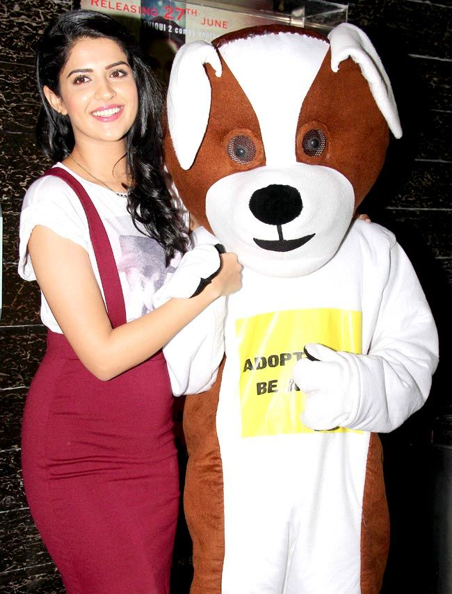 Deeksha Seth promotes 'Lekar Hum Deewana Dil' #Style #Bollywood #Fashion #Beauty