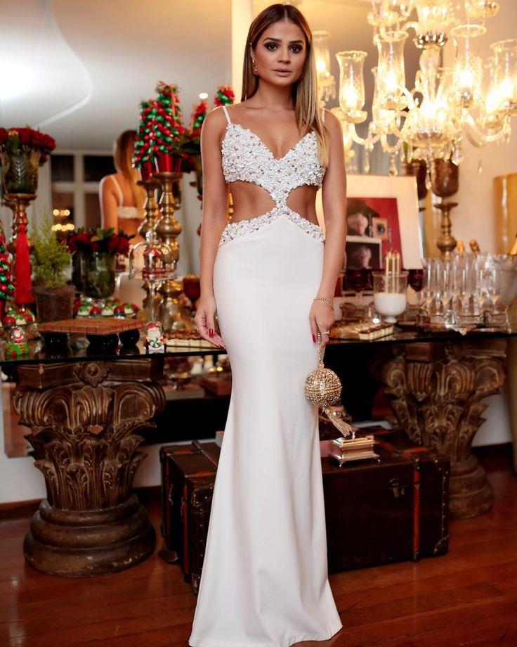 """""""Branco para o #NatalDosMigs! ✨ {Tem TUDO dessa noite MARA chez @dannilocamargos e @diogo_lage no meu Snap: thassia_naves}   O vestido é #FabulousAgilita…"""""""