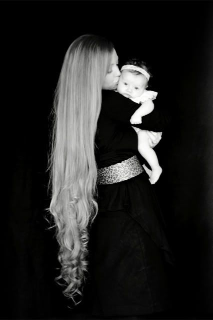 When I have a baby, I'm gonna make sure my hair is this long, cuz this picture is SOOOOO happening! :D