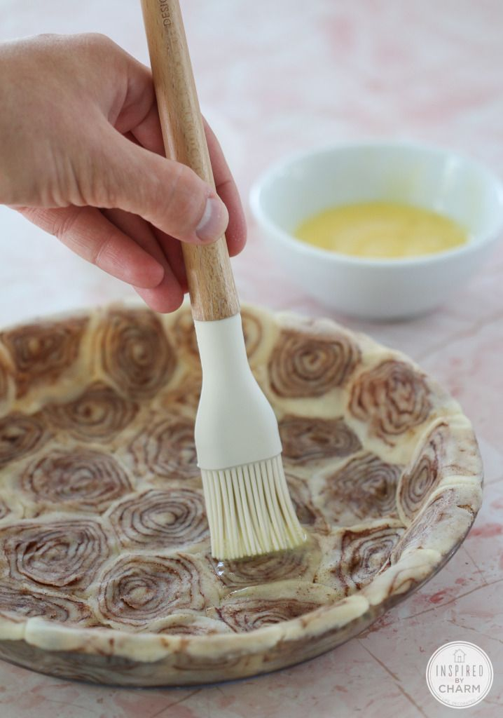 Cinnamon Roll Pie Crust for an Apple Pie @incredibleeggs