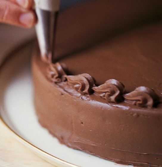 How to Decorate a Cake & Cake Decorating Tips