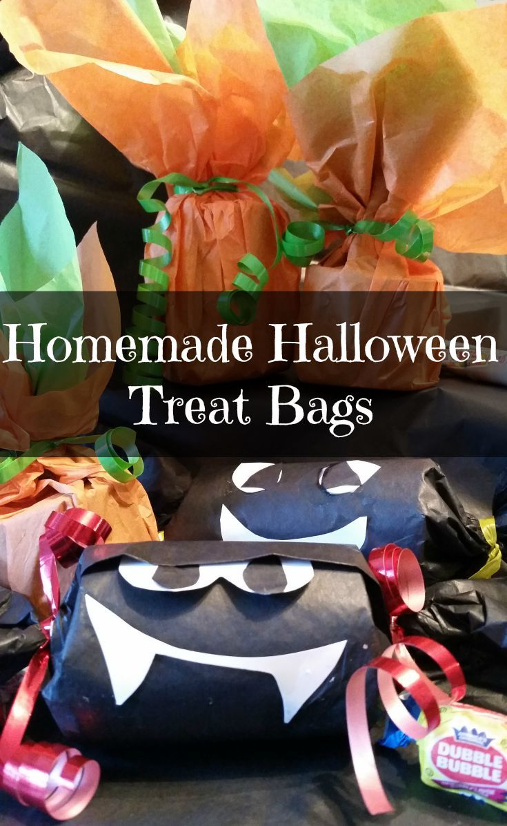 These Halloween treat bags are a very easy craft you can do with the kids.  Just need paper towel rolls, tissue, glue, candy and your imagination.